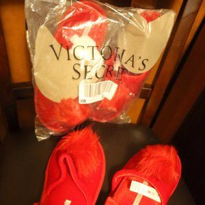 HP 10/26/20 NWT VS RED POM SLIPPERS ( 2 S/P, & 1M)
